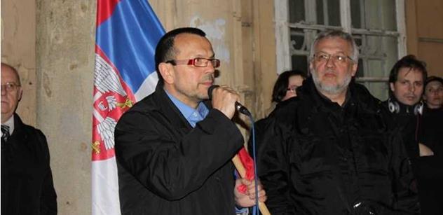 Vzdáváme hold, bratři. Neměli jsme šanci tomu zabránit, řečnil Foldyna na připomínce bombardování Jugoslávie stíhačkami NATO. Hovořilo se i o konvoji USA