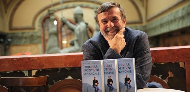 Cenzura z Chovancova úřadu, varoval před lidmi historik Vondruška. Kniha, kterou vydal, se snad ale ještě ke čtenářům dostane...