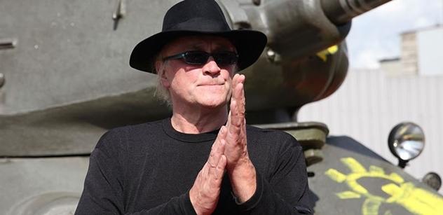"""Michael Kocáb chtěl předat Rolling Stones tričko s Havlem. Neuspěl. A potom na pódiu """"prudil s agitkou"""""""
