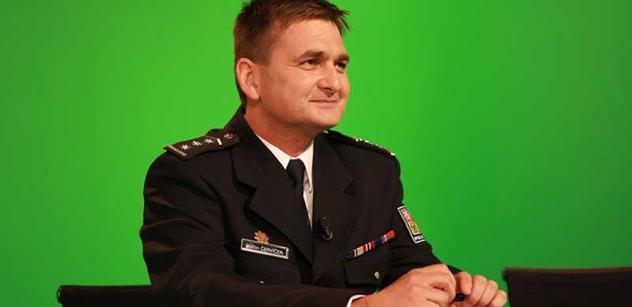 Příští rok bude v přímé službě až o 600 policistů víc, slíbil Červíček