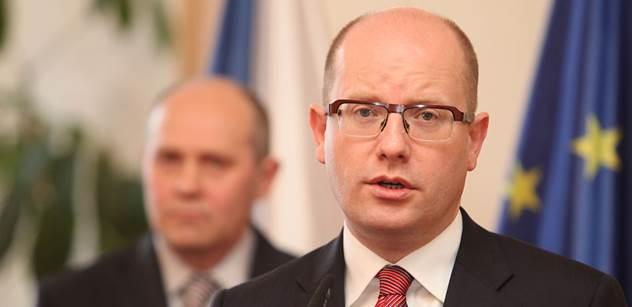 Premiér hájil koncesionářské poplatky. Prý zaručují nezávislost