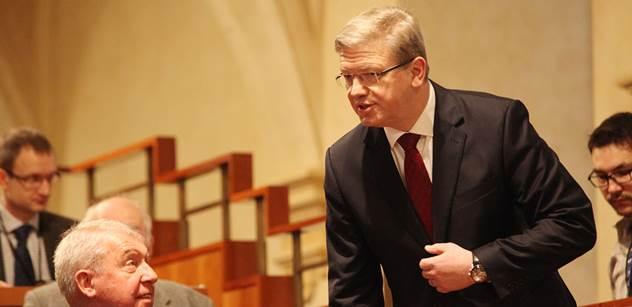 Štefan Füle před lidmi: Když budou prázdné kostely, musíme se obávat plných mešit. A pak se přimluvil, aby EU zasahovala i mimo své území