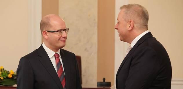 Poslanec ČSSD: Potřebujeme silné vedení se Sobotkou a jeho lidmi, aby čelil nebezpečnému oligarchovi Babišovi. Ale Jiří Dienstbier…