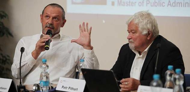 """Plácejte si, co chcete. Jste buď blbí, nebo navedení, vzkázali odpůrcům Chovancova """"cenzurního úřadu"""" Petr Honzejk a Alexandr Mitrofanov"""