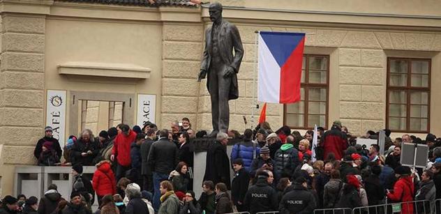 EuroHitler, Brežněv! Slyšeli jsme, co dav řval na Zemana a šéfa EU