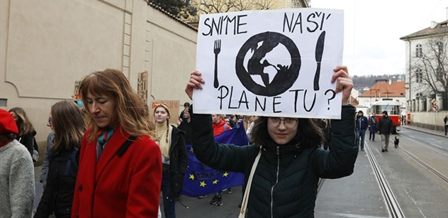 Místo školy znovu protest. Stovky studentů se bouřily v Praze kvůli klimatu