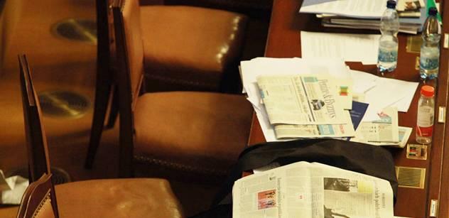 Poslanci přehlasovali Senát. Potvrdili novelu k podpoře pěstounství
