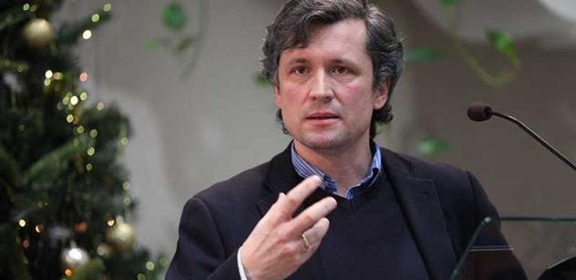 Komentátor Pečinka vyzval strany, aby jednaly s Babišem. Zmínil i Fialu jako premiéra