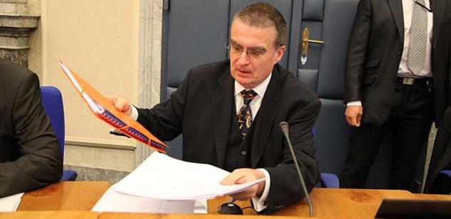 Jako další ministr z Rusnokovy vlády radí Zemanovi Žák