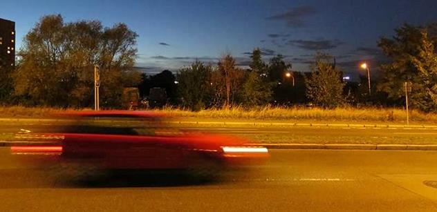 Tým silniční bezpečnosti: Za tmy může být rychlost jízdy vyšší než 50 km/h smrtelným hazardem