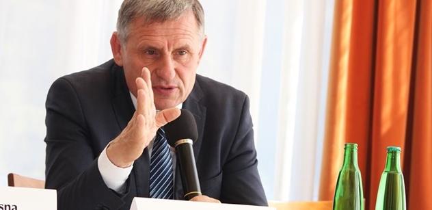"""Čunek si narychlo nechal schválit novou nemocnici, pomohl Stanislav Devátý. """"Podvraťácký způsob"""", zuří opozice"""