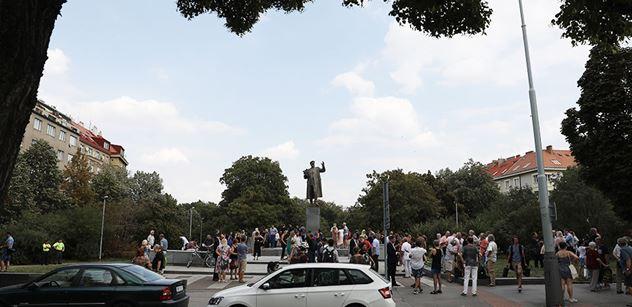 Rusko a ČR se obviňují z odmítání společného jednání o udržování válečných pomníků