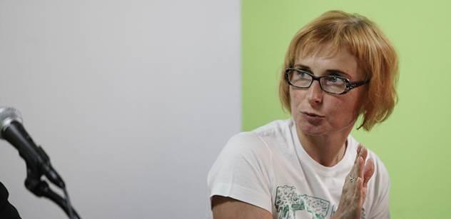 Koledujeme si o průser, varuje europoslankyně Konečná ohledně kauzy Skripal. A přidává velmi nepříjemnou zkušenost po jejím projevu o Rudé armádě