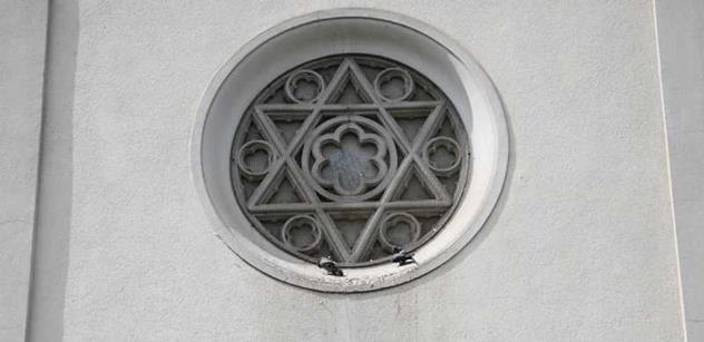 """Židé vědí, že běžencům se má pomáhat. Dozvuky """"piety"""" v Terezíně ze studia ČT"""