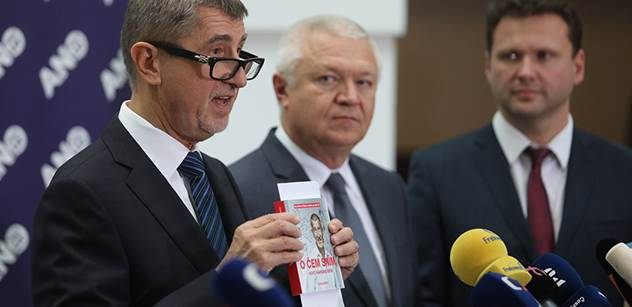 Poslanci ANO a SPD chtějí vyslechnout policistu Komárka. Ten má mít informace o vyšetřovateli Čapího hnízda