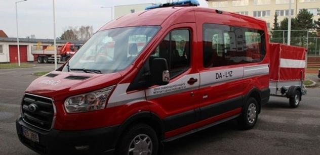 Pardubičtí dobrovolní hasiči mají tři nové dopravní automobily