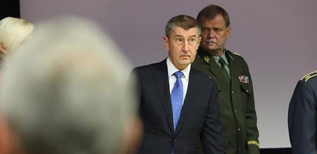 Zase přijdeme, slíbili Babišovi na rozloučenou demonstranti na Václaváku. Víme, co se dělo předtím...
