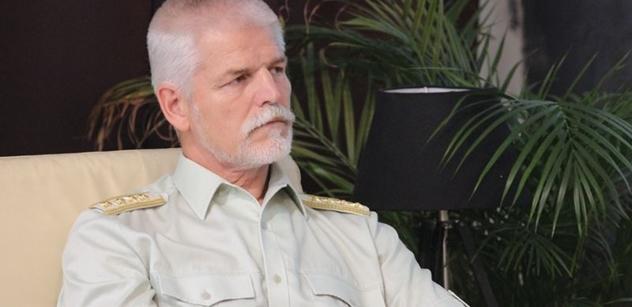 U Šafra oslavují generála Pavla, že se zastal uprchlíků. Je prý velmi civilizovaný