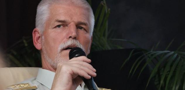 Generál Pavel nabídl pomoc Babišovi s revizí druhé vlny nákazy