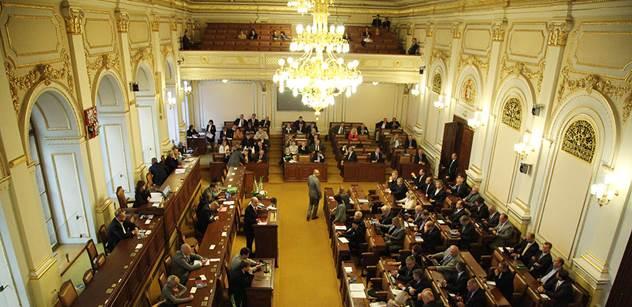 Taková byla schůze poslanců kvůli sankcím. Čtěte, co se odehrálo ve sněmovně