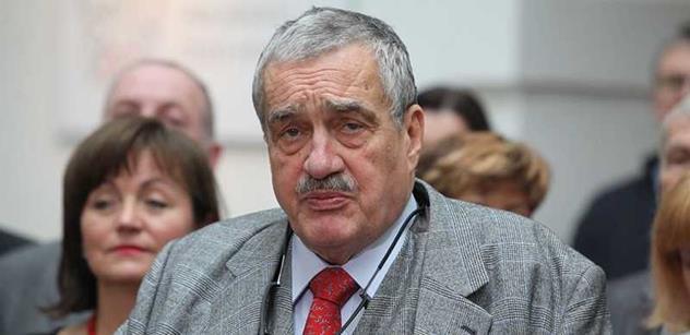 Schwarzenberg: Čeští politici jsou buď hulváti, nebo lokajové. Zeman je schopen úspěšně zastat oboje