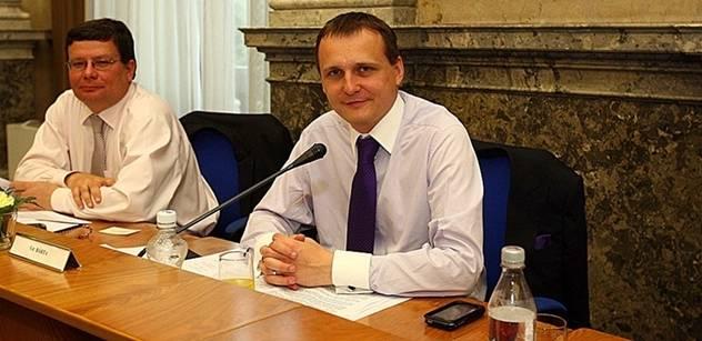 Jiří Bitrich: Konec mýtu sametové revoluce, aneb dolu z hrušky panstvo