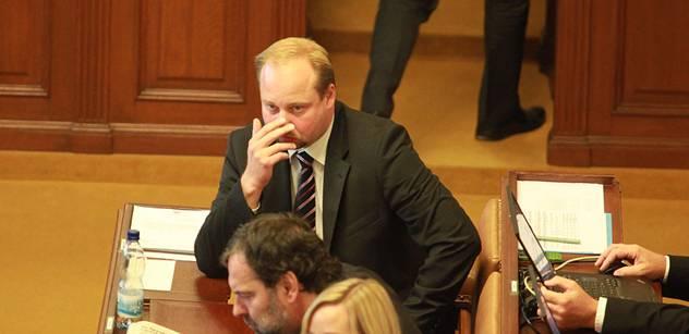 Vlivný poslanec ČSSD: Voliči nejsou hlupáci a xenofobové. Z Ruska žádný ozbrojený konflikt nehrozí. Zvyšuje se napětí a EU řeší emise sekaček na trávu a žárovky…