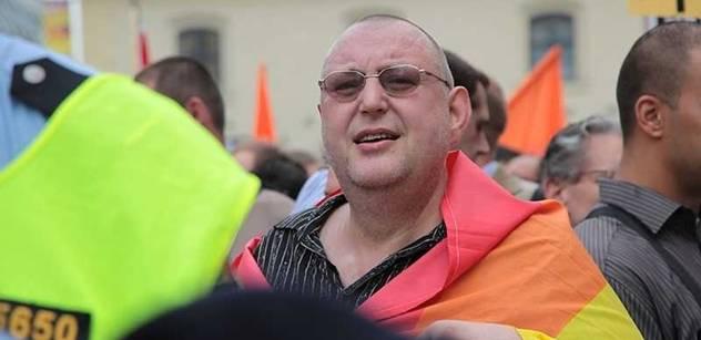 VIDEO Demonstrace homosexuálů, s podporou představitele EU. Už ji vypravili, jenže ji rozehnali lidé