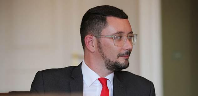 Zemanův mluvčí: To, co šíří o prezidentovi Dienstbier, je falsum. Ani si nezjistili základní informace