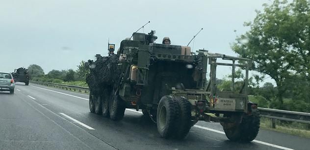 Američané na D1: Armáda se omlouvá. A co napsal Ondráček z KSČM, nečtěte dětem