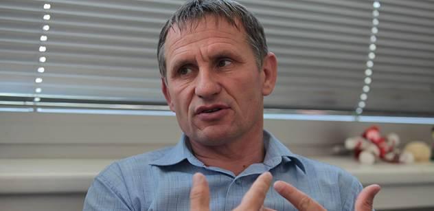 Rebel Jiří Čunek. Proti doporučení své strany podporuje do Senátu Čubu