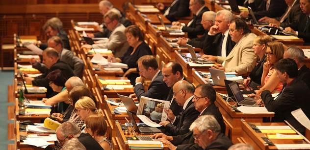 K debatě o Zemanových výrocích se sešla jen necelá polovina senátorů