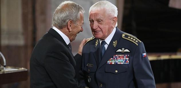 Kubera rozdával v Senátu medaile. Patříte k nám, chválil ho za péči o veterány generál Boček