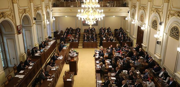 ANO a ČSSD zablokovaly snahu SPD debatovat o uprchlickém paktu