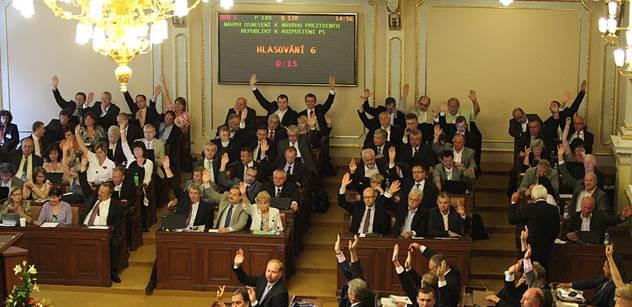 Poslanci dnes rozhodnou o tom, kdy budou hlasovat o důvěře vládě