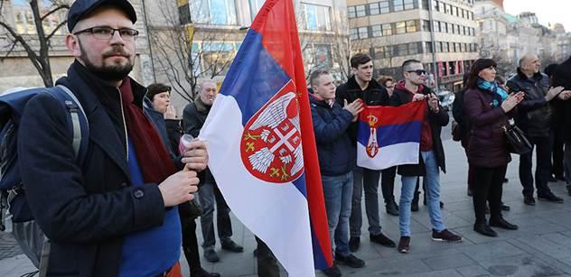 """VIDEO Kosovo je černá díra a rakovina. Zločinci, mafiáni, muslimská invaze. Na Václaváku se připomínalo výročí """"velké křivdy na malém národu"""""""