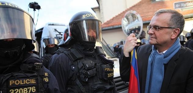 Kalousek vrací úder Zemanovi: Šašci se usídlili na hradech