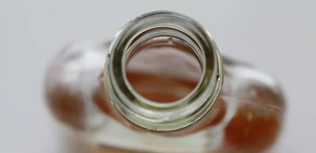 Podle vyšetřovatelů se metanol dostal do lahví omylem