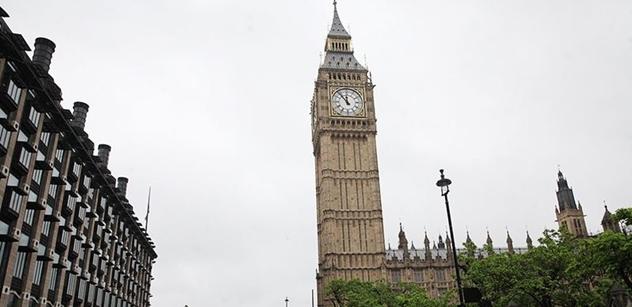 Teroristé udeřili v Londýně. Mnoho zraněných při výbuchu v metru