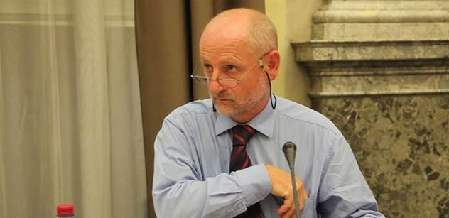 Církev porušila dohodu, uhodil v ČT ministr Balvín. Je to komunikační šum, namítal biskup