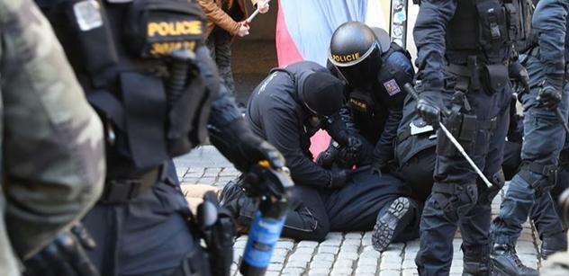 """,,Hamáčkovo krvavé peklo..."""" Volnému otrnulo. Po zásahu policie. A těm druhým taky"""