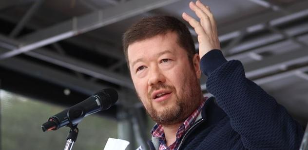 Homosexuálové. Jurečka otočil a Okamura vybuchl: Kam vítr, tam plášť! Voliči, tak už jsme jediní...