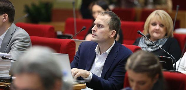 Nový skandál na magistrátu: Kolega Čižinského měl získat zakázky za jedenáct milionů. V pozadí megakšeftu je Janoušek z kauzy Kremlík
