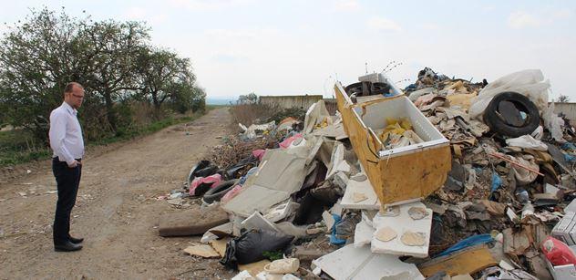 Pardubický kraj: Hejtman nabízí pomoc při likvidaci skládky u Nabočan
