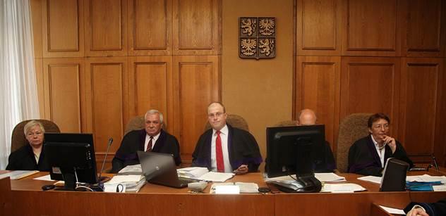 Soud v kauze Ratha vyslechne další svědky, pak bude týden pauza