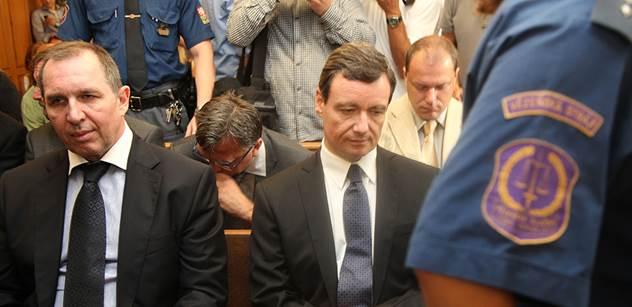 Podívejte se, co se stalo u soudu s Davidem Rathem