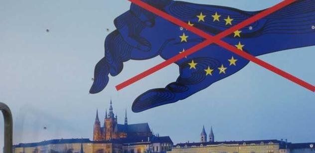 Kretén a odporný primitiv Juncker. Desítky milionů imigrantů z Afriky do Evropy. EU je naše záhuba. Šéf Bruselu vyzval k otevření dveří imigraci a toto řekli Okamura, kníže či Keller
