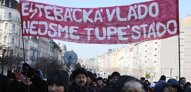 Na Václaváku se demonstrovalo za svobodu. Mluvil Pospíšil, pouštěl se Jakeš na Červeném Hrádku