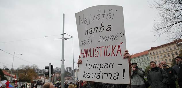 Zeman řekl, že pondělní demonstrace k 17. listopadu byla ostudou ČR. A vysvětlil, co je to masakr