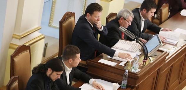 Vyslýchat Komárka je naprostá blbost. Němcové ve vysílání ČT povolily nervy